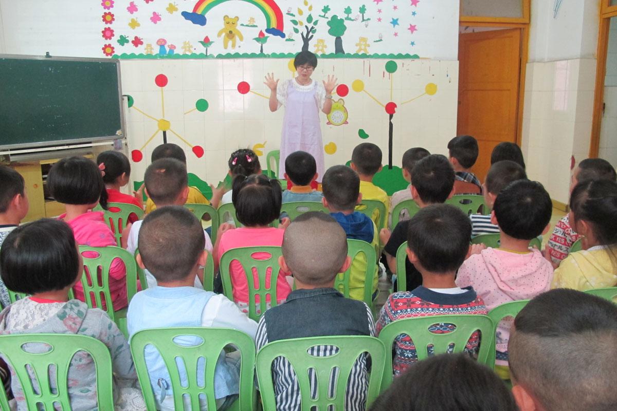 馆组织志愿者们来到了贵阳市云岩区金关艺术幼儿园